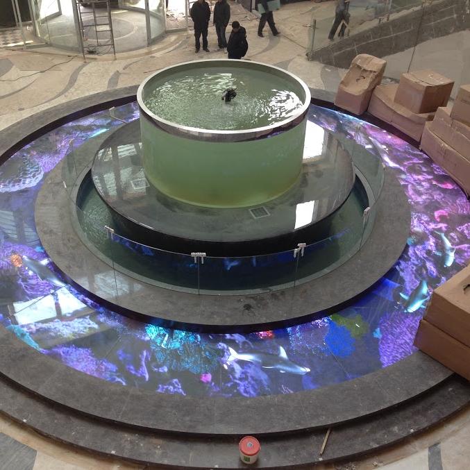 Un étage de présentation transparent led tour sur