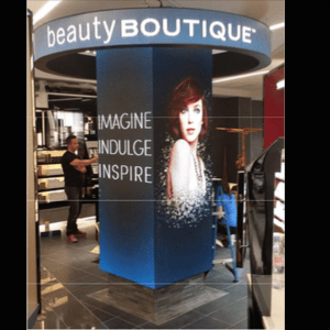 Place de la colonne LED innovante forme Beauty Boutique