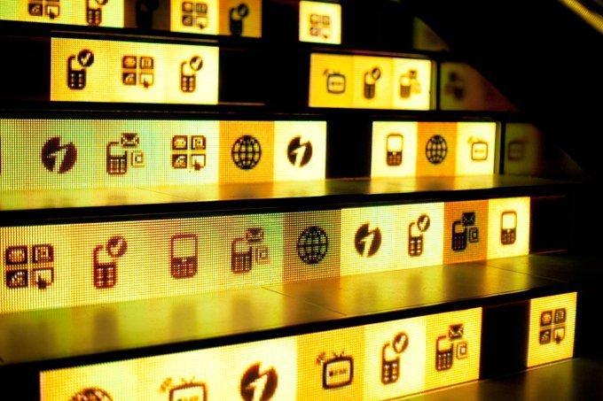 Zoom LED stair display