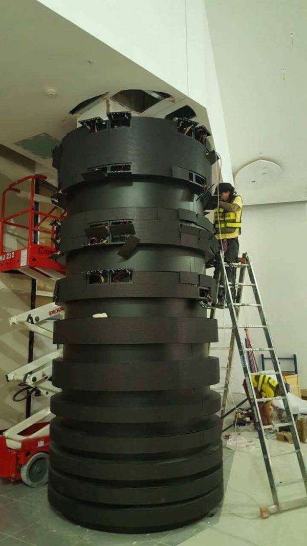 Column led display installation