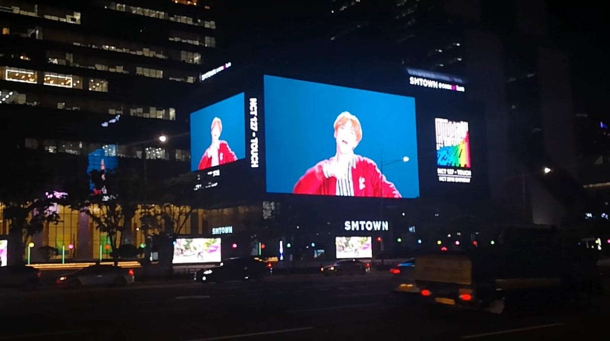 building LED facade screen display