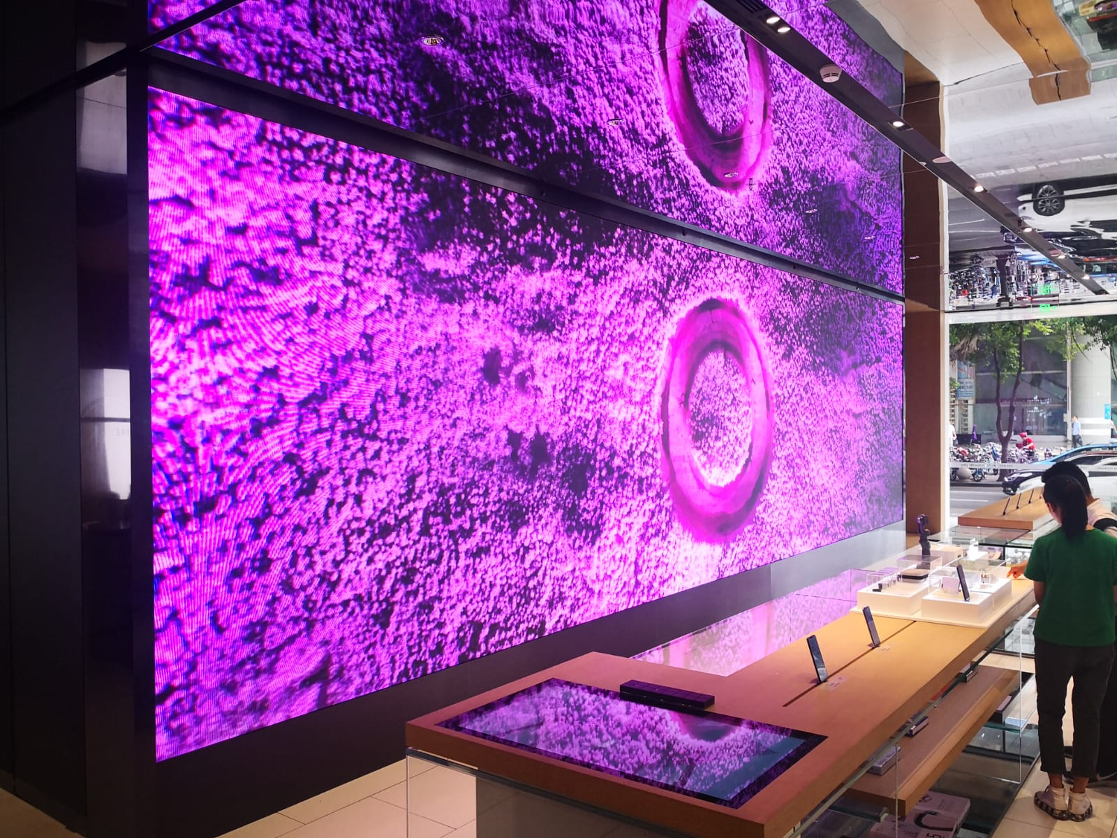 Wall mounted screen display