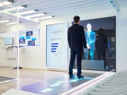 Personnes et cultures via Interactive LED Tech