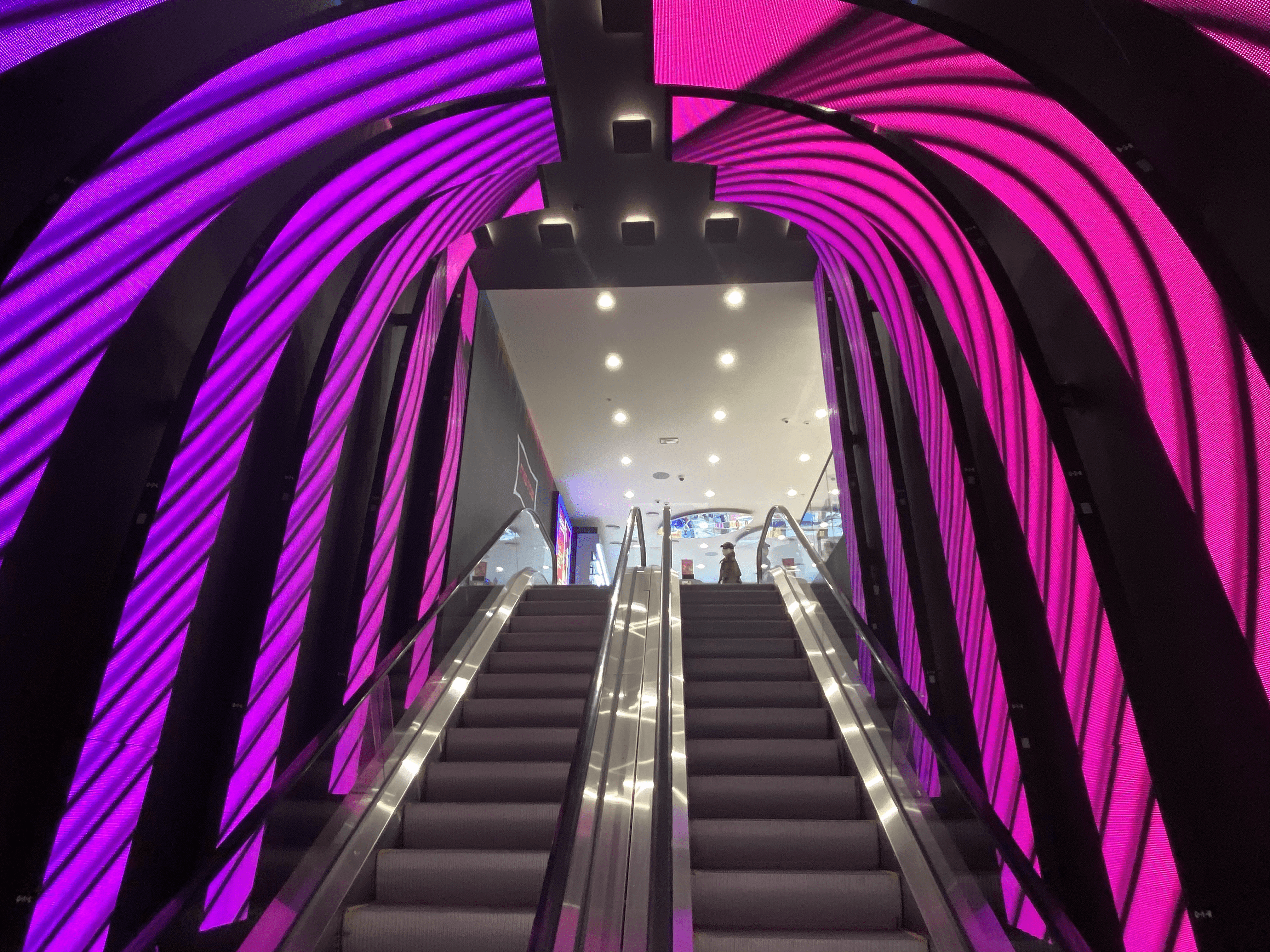 Tunnel Led on Printemps in Paris