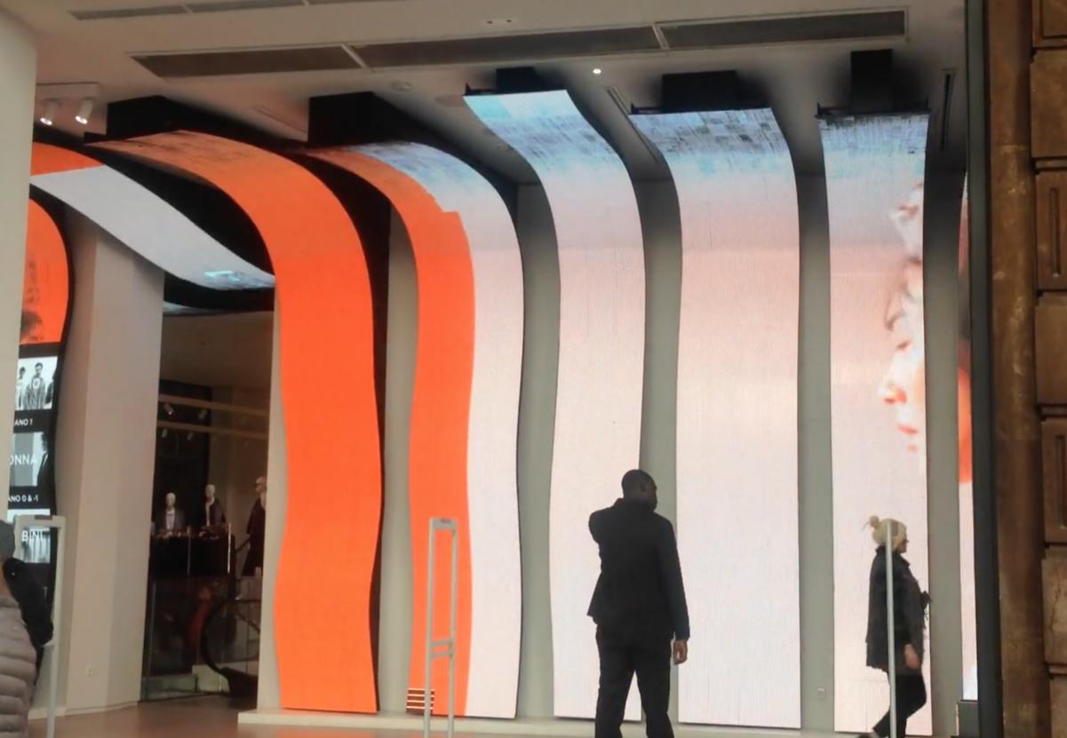 Waves flexible led screen concept store Mango