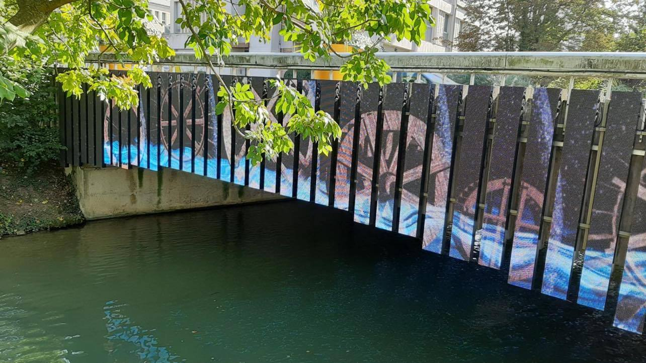 led-digital-screen-display-bridge-outdoor-for-chalons-en-champagne