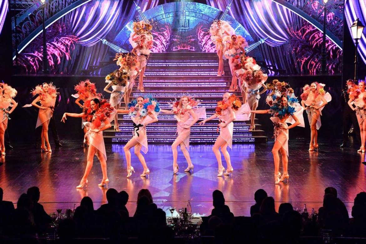 staircase-led-display-screen-for-lido-paris