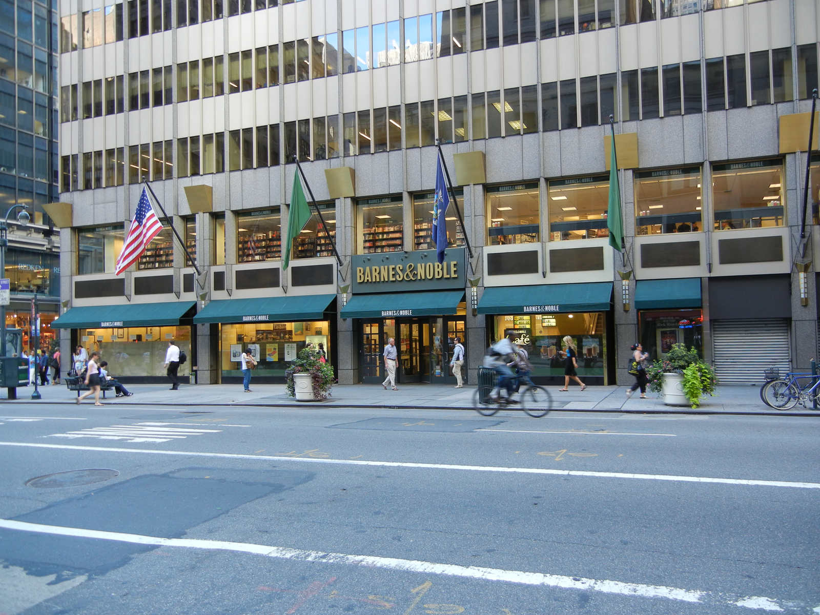 facade-transparent-led-display-screen-windows-barnes-and-noble